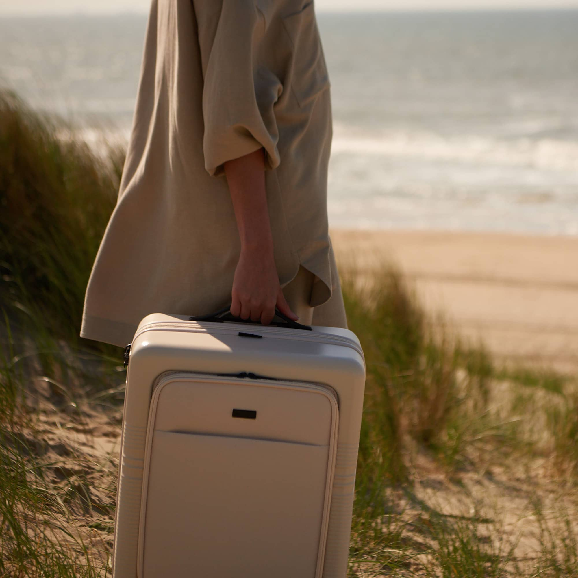NORTVI white front pocket suitcase