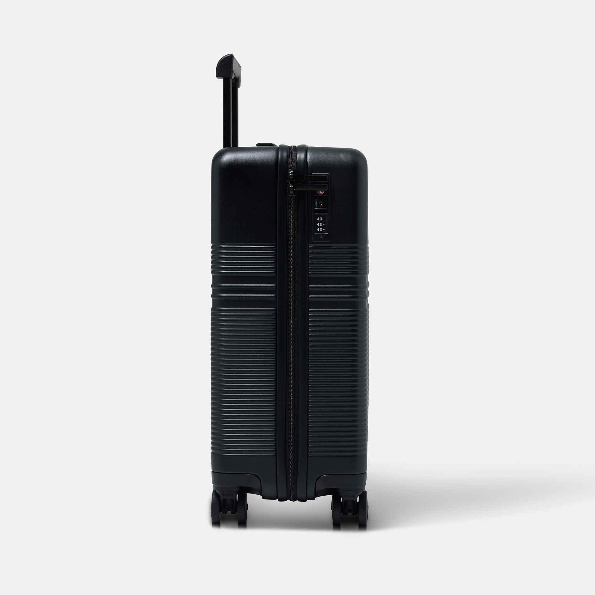 NORTVI sustainable design zwarte handbagage koffer, trolley suitcase gemaakt van duurzaam materiaal.