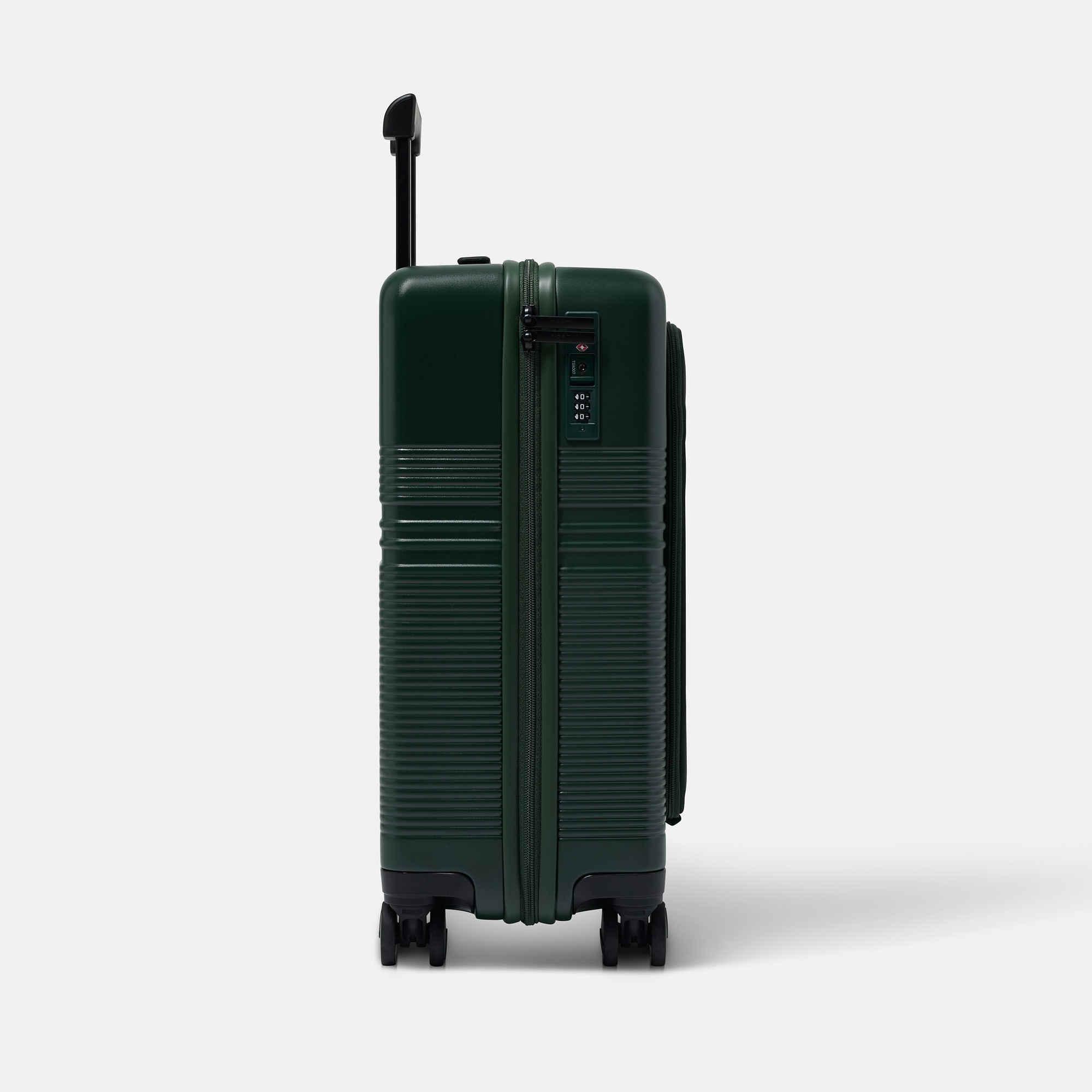 NORTVI sustainable design suitcase groen met laptop vak gemaakt van duurzaam materiaal. Perfecte reis trolley te gebruiken als handbagage.