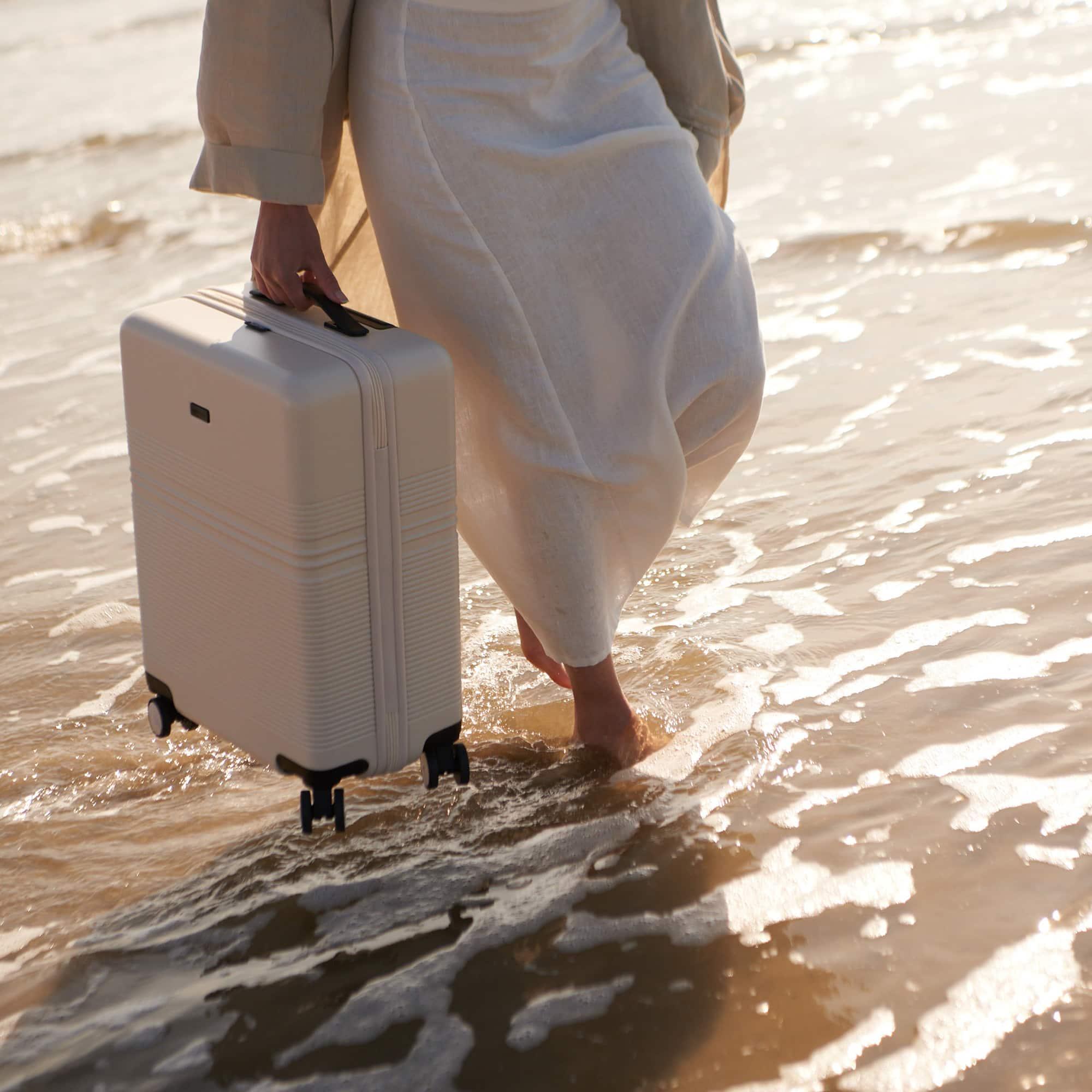 nortvi witte koffer van duurzaam materiaal