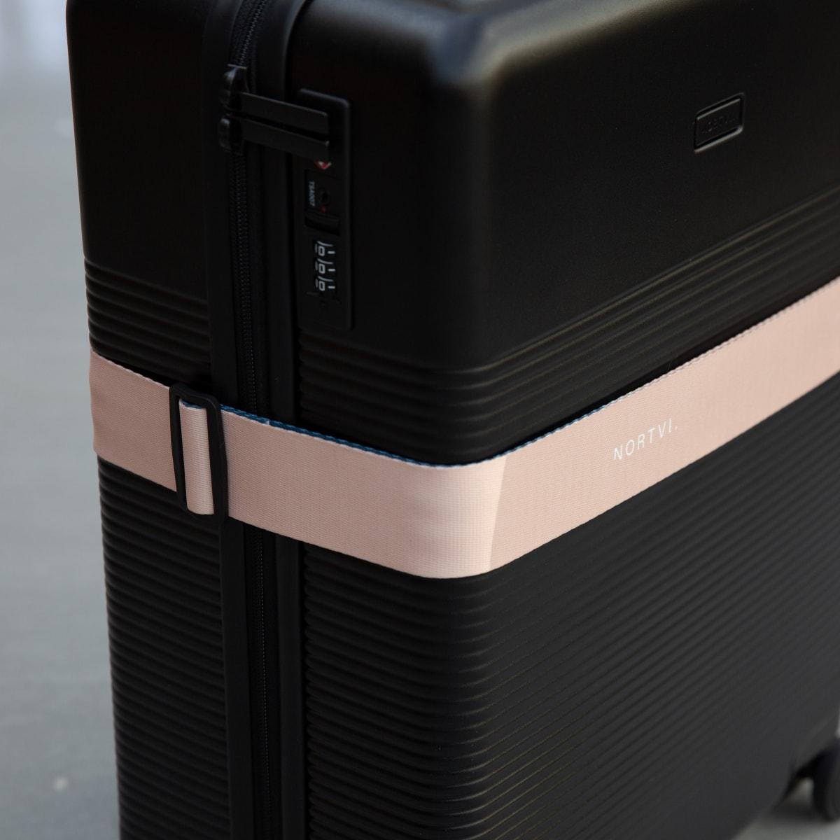 NORTVI sustainable design suitcase Rainforest Green met Front Pocket gemaakt van duurzaam materiaal.