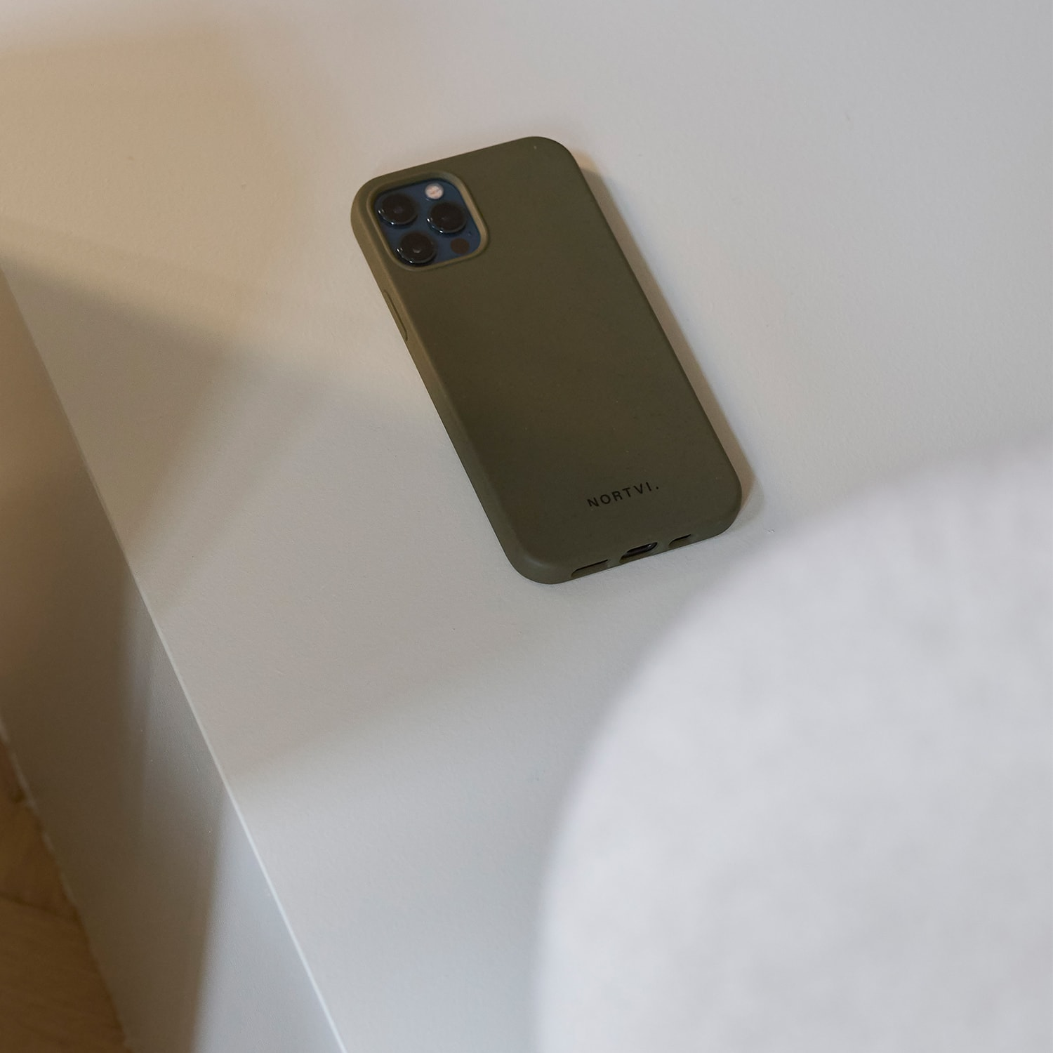 NORTVI green phone case for iPhone XR